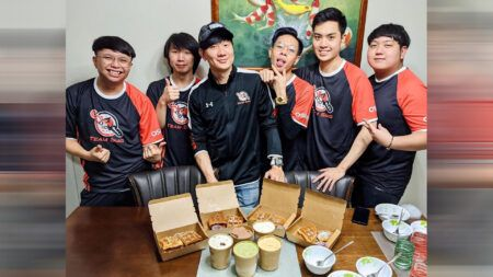 JJ Lin and Team SMG's Valorant squad having ice cream and waffles